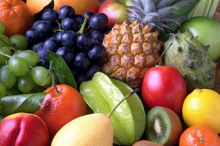 הנושא של פירות ודיאטה חוזר ועולה בכל פעם מחדש. אנשים מאמינים שפירות הם עתירי סוכר ולכן יש להגביל את צריכת הפירות בתפריט דיאטה להרזיה. כמה פירות מותר לאכול בדיאטה
