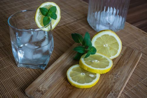ירידה של קילו ביום - משקה לימון ל'שריפת שומנים'